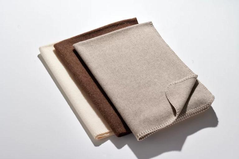 Wolldecken Kniedecken-Stapel