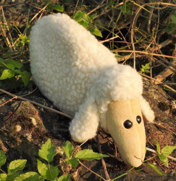 Schafwoll-Kuscheltier Schaf mit Kirschkern-Kissen